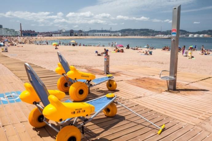 Apertura del servicio de playa accesible en Poniente