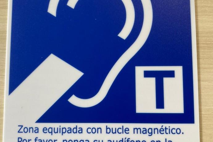 Infogijón instala un sistema de atención para personas con discapacidad auditiva